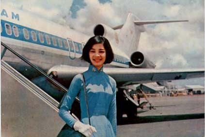 """Tiếp viên hàng không Air VietNam (1975). Nguồn: Air-America Bữa trước, tôi nghe ông Nguyễn Hưng Quốc cằn nhằn: """"Chỉ duy có một điểm chung nhất, ở tất cả các phi truờng tại Việt Nam, từ quốc …"""