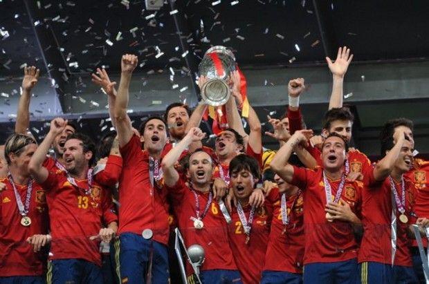 Faltan tres meses para que empiece el Mundial de Brasil y la Selección Española continúa liderando la clasificación mundial de la FIFA. Ya son más de dos años y medio que España viene liderando el Ranking FIFA de mejores selecciones del mundo.