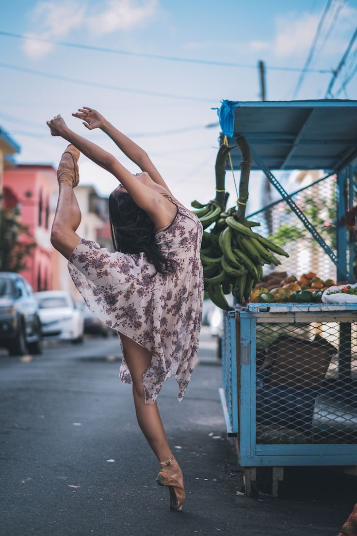 Dynamic Photos of Ballet Dancers in Motion on the Streets of Puerto Rico