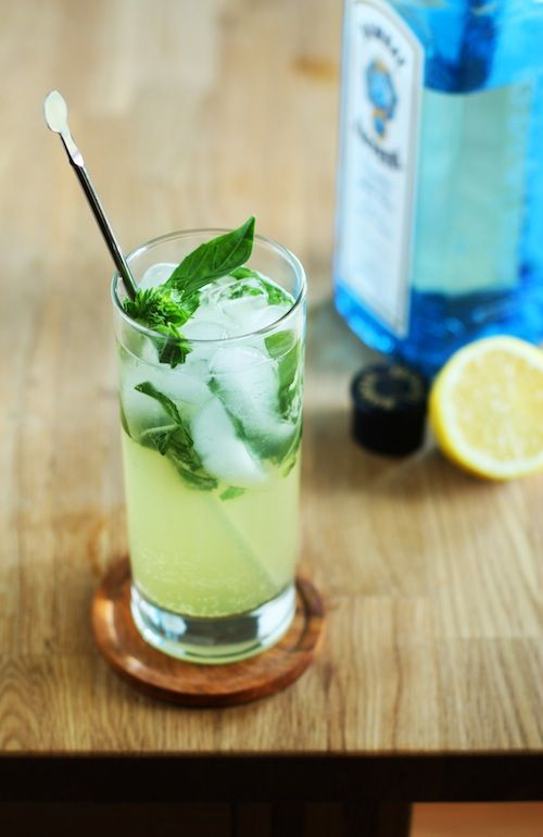 Basil Gin Fizz Makes 1 cocktail 3 or 4 basil leaves, torn Juice from 1/2 a small lemon 1/2 teaspoon honey 1 1/2 oz gin 3 oz club soda