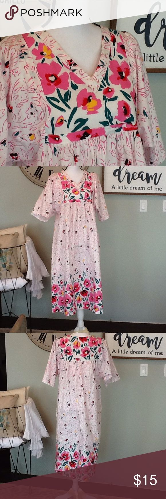 Gillian & O'Malley house dress (duster) Perfect for those stay-home lounging days. We ALL have them! The size, fabric content, and care instruction tag was cut off. Fits like a medium or large. Cotton/polyester, machine wash. Used condition with normal wear. Gilligan & O'Malley Intimates & Sleepwear