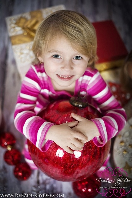 Cute - love the giant ornament  Photo Session Ideas   Props   Family Photography   Christmas Card Inspiration   Pose Idea   Poses  Christmas Ornaments for Photo Prop