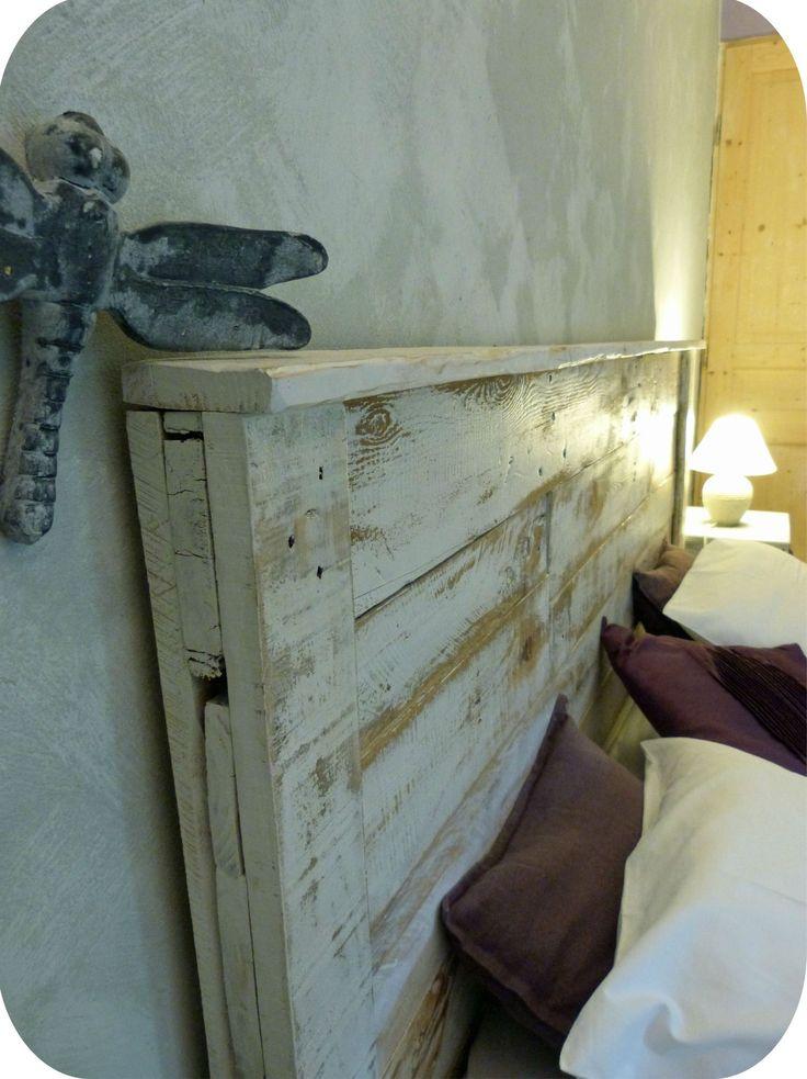 tete de lit palette faire une tete de lit en bois de. Black Bedroom Furniture Sets. Home Design Ideas