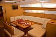 http://www.ebarche.it/index.php?761_Vacanze_in_barca_a_vela La barca ideale per chi vuole unire il piacere della vela al massimo del comfort. 3 cabine matrimoniali e 2 bagni per un totale di 6 posti letto + 2 in dinette. Scheda tecnica e prezzi sul sito web