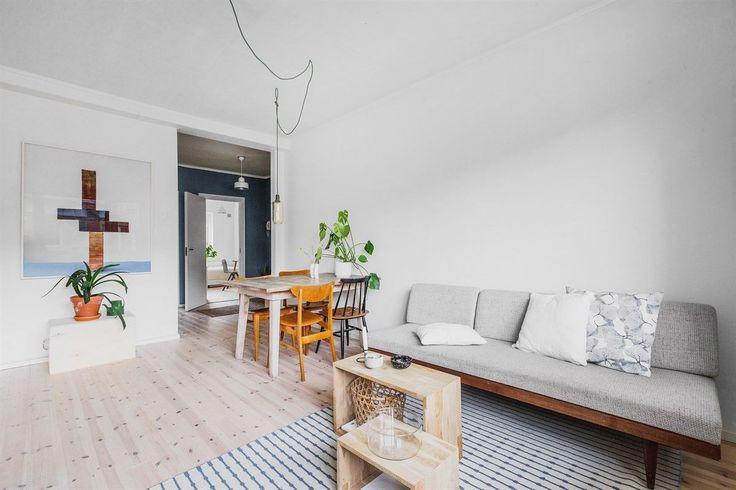 FINN – TØYEN: Lys og gjennomgående 3-roms med sydvestvendt balkong, nyere kjøkken og bad fra 2017. Sentral beliggenhet nær parker og et allsidig tilbud av kaféer og serveringssteder.