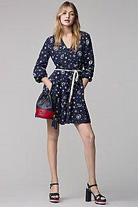 Shop de zijden jurk met print gigi hadid en verken de Tommy Hilfiger jurken  collectie voor dames. Gratis retourneren & verzending vanaf €50. 8719112082553