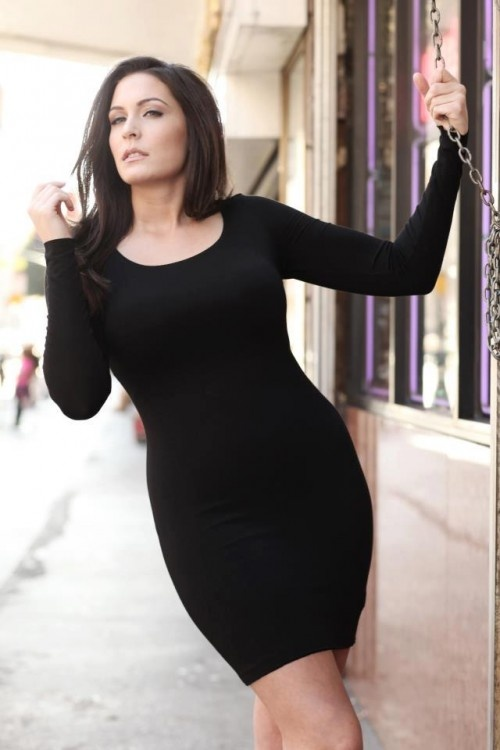 if she 39 s a plus size model then plus must mean extra sexy curvspiration and weight loss. Black Bedroom Furniture Sets. Home Design Ideas