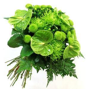 ¡Verde, que te quiero verde! Si lo que buscas es algo diferente, ¿por qué no, un ramo completamente verde? El ramo esta compuesto de anturiums, crisantemos froggy y anastasia | Bourguignon Floristas