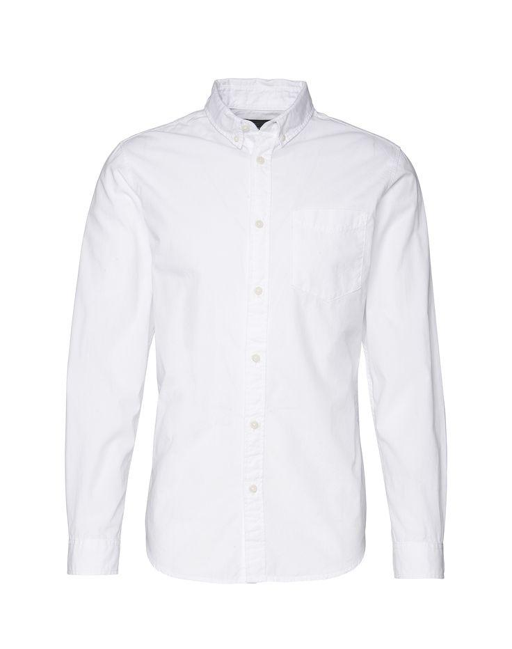 Mit diesem Slim-Fit-Hemd aus dem Hause Jack & Jones @aboutyoude hast du einen stilsicheren Begleiter für Deine Casual Outfits. Das schlichte Design bekommt durch die farblich abgesetzten Knöpfe und den Button-Down-Kragen das gewisse Etwas. Kombiniere das Hemd zur schmalen Hose und du hast für jeden Anlass ein passendes Outfit.