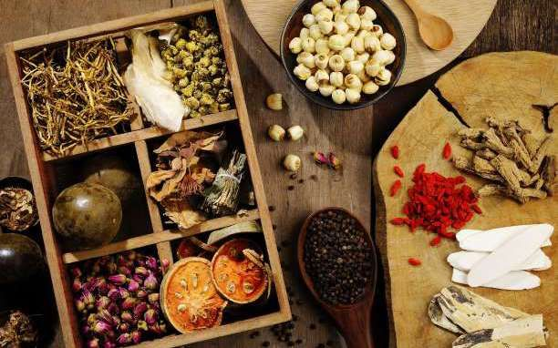 Υπάρχουν κάποιαβότανα,που εκτός των άλλων πολύτιμων συστατικών τους, μπορούν να συμβάλλουν στην απώλεια κιλών και στη διατήρηση ενός 'καλοφτιαγμένου' σώματος αν τα συμπεριλάβεις στη διατροφή σου! Λουίζα: Για κάψιμο λίπους Ένα από τα πιο γνωστά βότανα που βοηθάει στο κάψιμο του λίπους, αλλά θεωρείται ως το βότανο εχθρός της κατακράτησης. Η λουίζα βοηθά στην αύξηση …