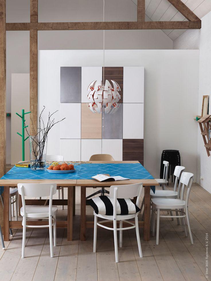 METOD väggskåp kommer i många olika former och färger för att du ska kunna anpassa dem efter just dina behov i köket. NORDBYN utdragbart bord i ek, IDOLF stol.