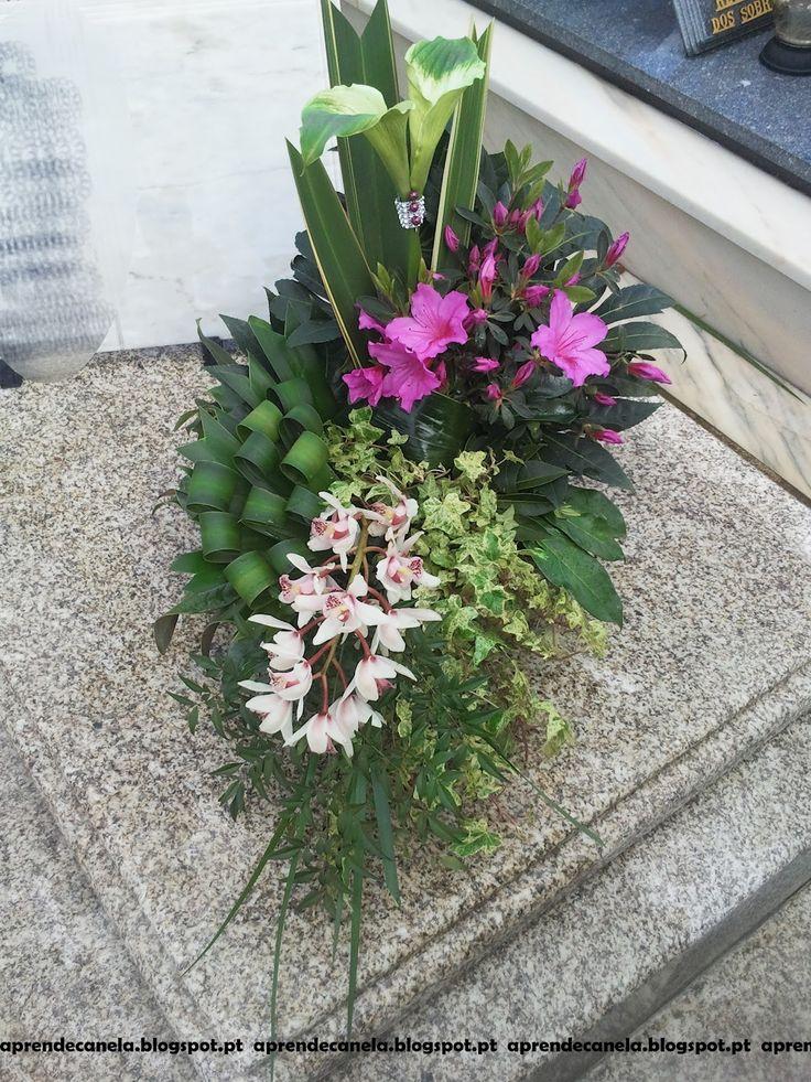 Olá queridos leitores, Hoje vou mostrar-vos mais um dos arranjos florais que preparei para uma campa. Espero que gostem, aqui vão algumas...
