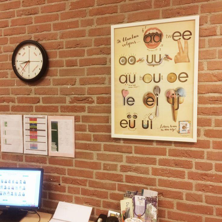 Wow, de tweetekenklankposter hangt keurig ingelijstin de klas van mijn zoon!  www.letterslereniseeneitje.nl #lettersleren #klankenleren #groep3