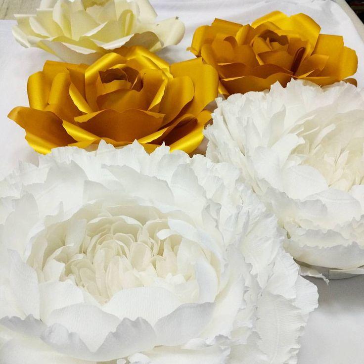 Готовим золотую стену из бумажных цветов,осталось совсем немного... #paperflower #paperflowers #свадебныйдекор #стильнаясвадьба #свадебныеидеи #flowerbackdrop #paperdesign #декорсвадьбы #weddingagency #wedding #бумажныйдекор #giantpaperflowers #мода #paperflowerwall #color_event #бумажныецветы #backdrop #weddingbackdrop #фотозона #weddingbackdrop #цветыизбумаги #свадьба2015 #свадьбавмоскве #eventdesign #fashiondecor #paperflowerbackdrop #flowerwall #paperdesign #flowerbackdrop #presswall