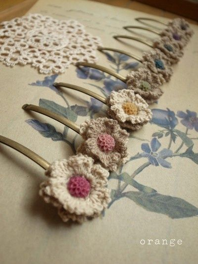 Vintage-style crochet hair pins found via (and made by) the Japanese blog Orange Meeez