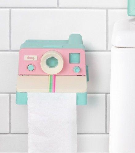 Achetez le distributeur de papier toilette en forme de Polaroid Color sur lavantgardiste.com