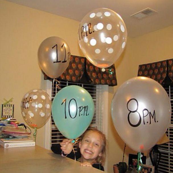 Tip!! Stop opdrachten in een ballon , schrijf een tijd op de ballon. Op het betreffende tijdstip kunnen de kinderen de ballon doorprikken en de opdracht uitvoeren. Werkt goed bij verveelde kinderen of op party's #ballon #kinderen #party #opdracht #kids