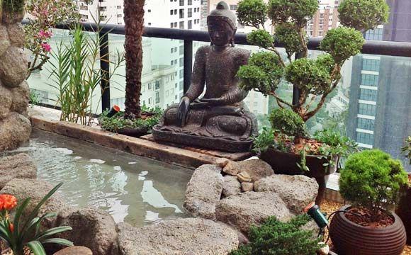 Além do lago, o ambiente pode ser recheado com outros elementos decorativos - Clique na imagem para ver a matéria!