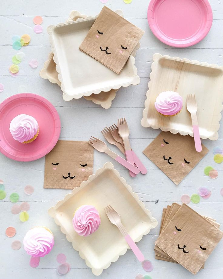 Sweetest party set-up with these new bear face napkins just added to the @ohhappydaypartyshop shop.ohhappyday.com