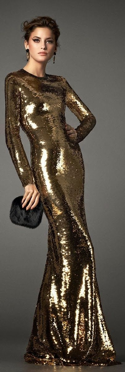 Captivating golden sequins shiny dress in maxi style with black fluffy clutch