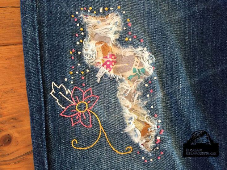 Bordados en mis pantalones vaqueros rotos                                                                                                                                                                                 Más