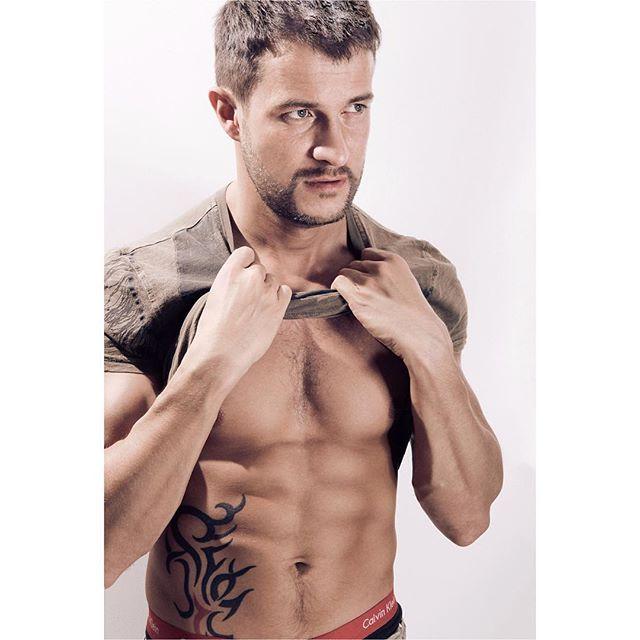 #jpharrowportraits #fitness #personaltrainer #hunk #shirtless #model #malemodel #london #photoshoot #bestoftheday #gym #sixpack #sporty