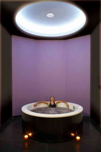 The whole theme of wine is also present at the spa, from the colors on the walls to the products used to promote your wealth.    Give yourself a new great experience, try a massage with Madeira wine.    Red Wine DiVine Bath