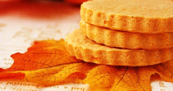 """¿Te apetecen unas deliciosas galletas de calabaza para endulzar los """"trick or treat"""" de tus hijos durante este Halloween? Si has respondido si, ¡no te la pierdas! Te explico el paso a paso de su preparación, aquí ^^"""