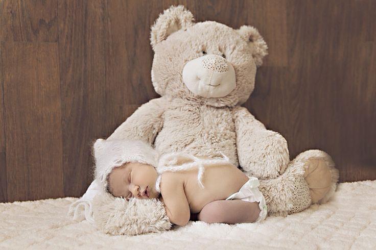 Baby loves her teddy