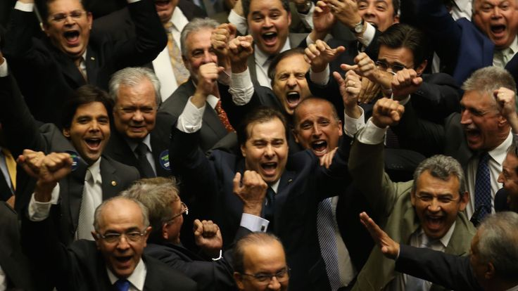 A mesma euforia foi vista antes do anúncio da ascensão do Eduardo Cunha (PMDB-RJ) na presidência da casa à época com o chamado centrão. Muitos o ovacionaram colocando-o como sendo a resposta positi…