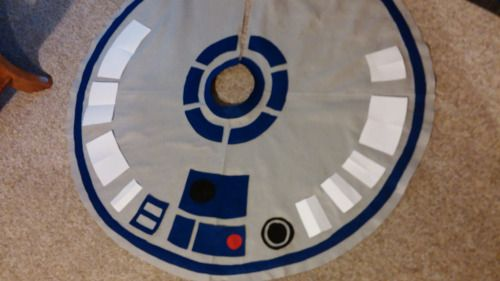 """R2-D2 Tree Skirt  by Ninja Bettie 42   Make your own with this tutorial from Team Fighting Mongoose!   """"For about $8.00, this epic tree..."""