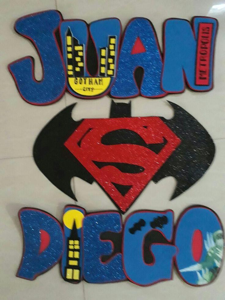 Nombre niño Batman vs Superman hecho con foami.