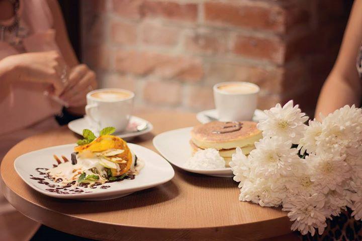 coffee, breakfast, flowers, blogging http://chocolatefashioncoffee.blogspot.ro/
