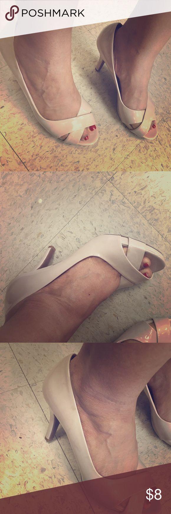 Cream high heels Good condition heels color beige size 9m Shoes