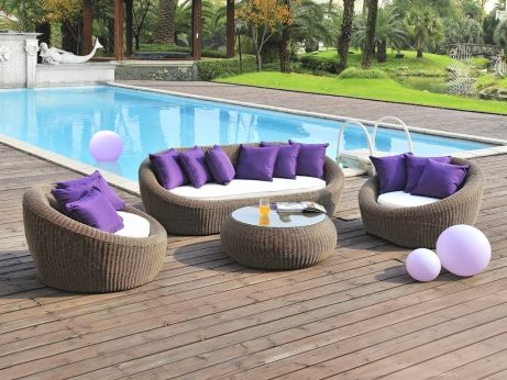 salon de jardin whiteheaven en r sine tress e coussins violets un canap 3 places 2. Black Bedroom Furniture Sets. Home Design Ideas