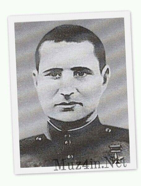 Первым советским солдатом, водрузившим алое знамя над Рейхстагом, был южноуралец Василий Казанцев. Да-да, именно так. А вошедшее в историю Знамя Победы, которое установили на крыше рейхстага солдаты Егоров и Кантария, было лишь пятым по счету. Впрочем, обо всем по порядку…   Вообще над главным зданием фашистской Германии за время штурма было укреплено около 40 различных полотнищ: от больших знамен, до маленьких флажков. Их размещали над входом здания, в окнах и, конечно, на крыше... Но по…