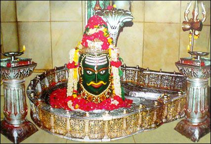 Mahakaleshwar Jyotirlinga: The most famous Mahakaleshwar Hindu temples is situated in the holy and ancient city of Ujjain in the state of Madhya Pradesh. The most lively Shiva Temples of India is located on the side of the Rudra Sagar lake in heart of Ujjain city. Mahakaleshwar idol is also known as dakshinamurti, as its facing the south. This is only temple of lord Shiva among the 12 Jyotirlingas where the idol of Great God is facing the south.