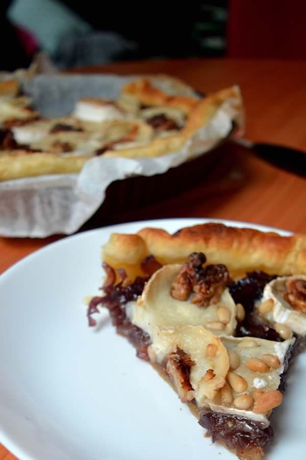 Tarte chèvre/oignons caramélisés: la recette #CheeseWeek fastoche et parfaite pour se régaler sans passer mille ans en cuisine.
