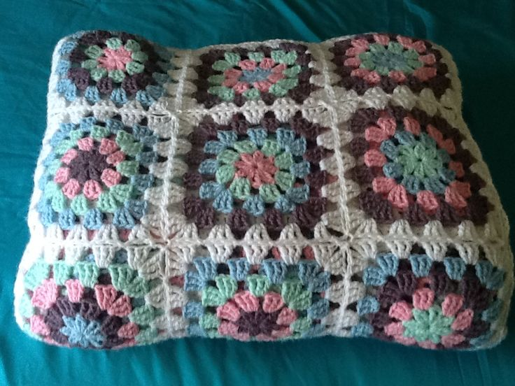 Summer weight blanket made by Kim Wilson. Pattern free from Lucy. Of Attic 24