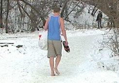 По снегу босиком