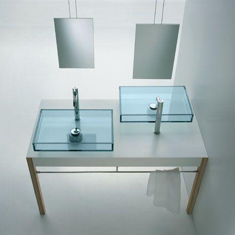 Wastafel duo van glas met vrijhangende spiegels