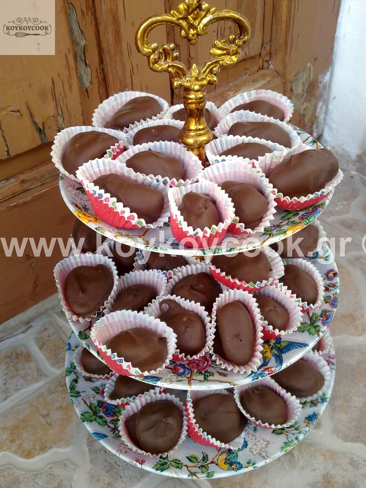 CHOCOLATE TRUFFLES WITH DRIED FRUITS AND ALMONDS