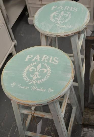 stools for breakfast bar... Paint and stencil cheap stools                                                                                                                                                                                 Más