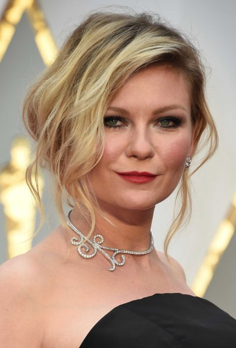 Best Jewelry from the #Oscars: Kirsten Dunst In Niwaka diamond earrings and necklace.