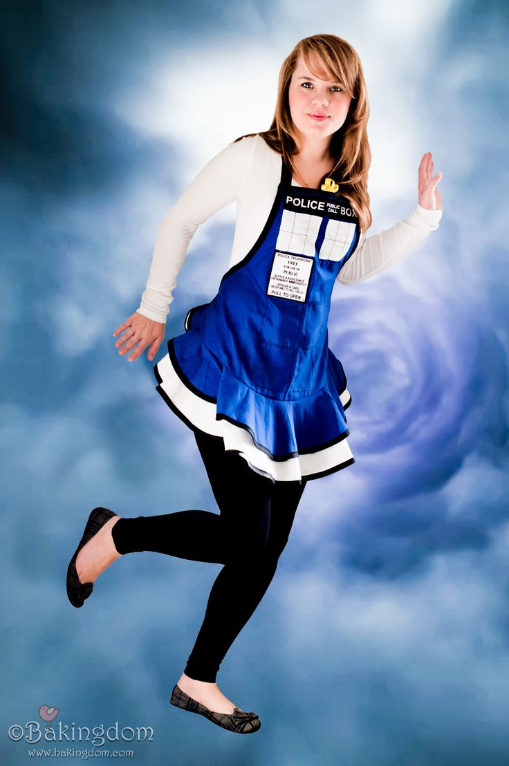 White apron doctors - Tardis Apron I Must Make This And She Made It Herself So I Can T Buy One Anywhere It Will Even Match Our Adorable Future Blue And White Kitchen