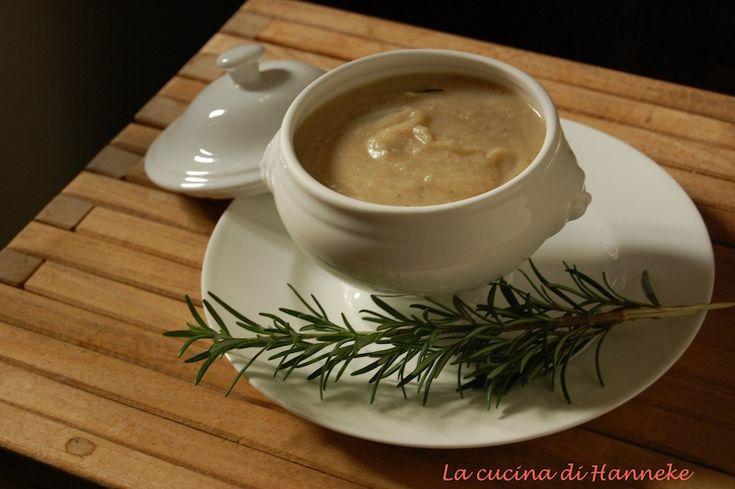 Zuppa di cavolfiore e patate al rosmarino