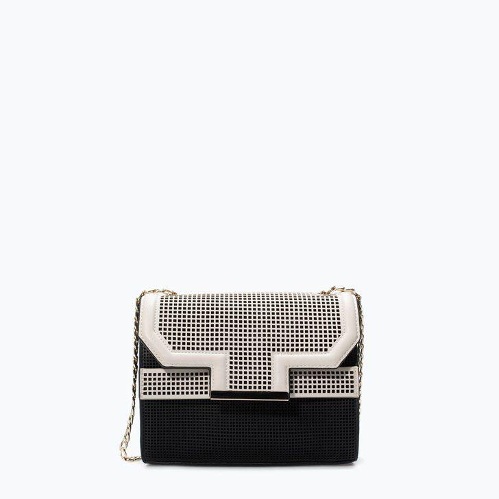 Pin for Later: 12 Must-haves von denen niemand glauben wird, dass sie von Zara stammen Zara Umhängetasche Zara mittelgroße Umhängetasche mit Perforierungen (€49,95)