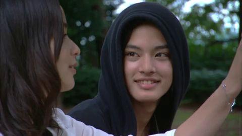Nakayama Yuma como Ruka, y Kato Rosa como Makoto en Koishite Akuma (Dorama Japonés, 2009)  Nota como pareja: 5/10. Nunca llegaron a estar juntos (solo compartieron un beso).