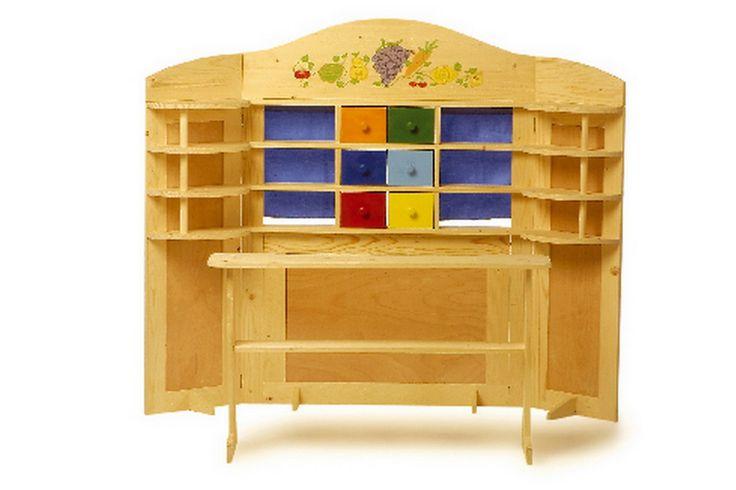 """Kaufladen """"Vario"""". Doppelter Spaß in einem! Der aus Holz gefertigte Kinder-Kaufladen lässt sich in Windeseile in ein mobiles Kasperletheater umbauen. Die zahlreichen Regale bieten ausreichend Platz für allerlei Produkte und in den bunten Schubladen, lassen sich nicht nur Kasperlepuppen verstecken. Die beweglichen Seitenteile mit ihren formschönen Regalen lassen sich kinderleicht bewegen. Im Handumdrehen verwandelt sich so ein Holzkaufladen in ein Kasperletheater."""