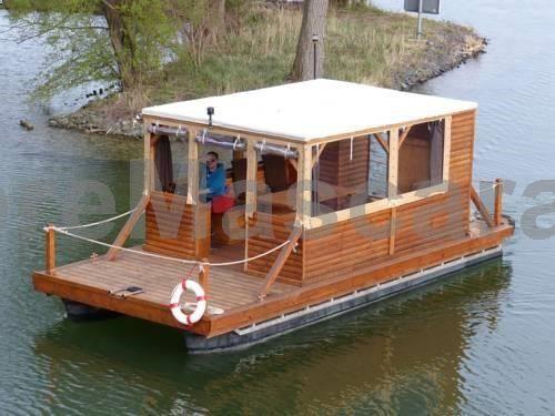 Hausboot auf dem Schweriner See Schwerin Hausboot auf dem Schweriner See is a mobile home with a sun terrace, situated in Schwerin. The boat is 6 km from Mecklenburgisches Staatstheater Schwerin.